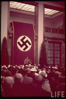 Hitler_Hakenkreuz.jpg