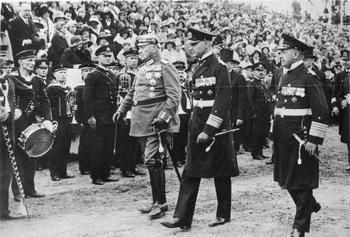 Kiel, Paul v. Hindenburg, Erich Raeder.jpg