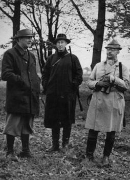 Kurt Daluege (left) with Reinhard Heydrich (center) and Heinrich Himmler (right) in 1935 on a hunting trip..jpg