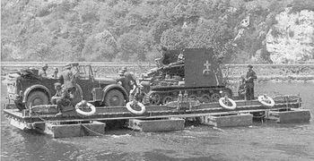 L'un de mes Panzer III a également réussi à prendre pied sur la rive française.jpg