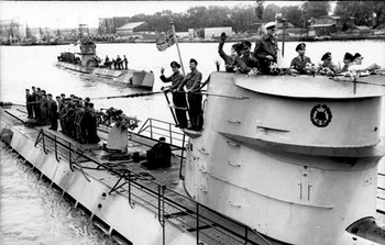 Lorient_U-Boote_U-123_und_U-201_auslaufend.jpg