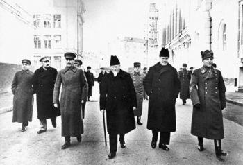 Malenkov, Kaganovich, Stalin,  Kalinin, Molotov,  Voroshilov . 1930-е.jpg