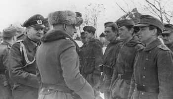 Manstein_greeting_soldiers_from_72_Inf_Div_who_had_escaped_from_the_Cherkassy_pocket.jpg