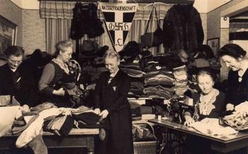 Mitglieder_der_NS-Frauenschaft_Worpswede_naehen__ordnen_und_sammeln_Textilien_fuer_das_Winterhilfswerk__Foto__Archiv_Berit_Boehme_ji.jpg