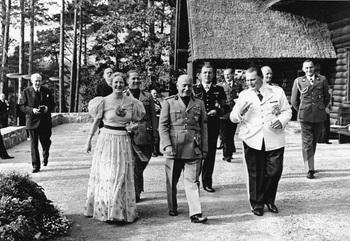 Mrs_-Goering,-Mussolini-Goering-at-Carinhall.jpg
