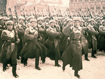 Parade in Moscow in 1941.jpg