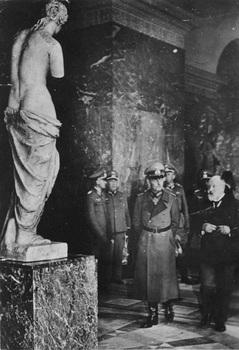 Paris,Gerd v Rundstedt im Louvre.jpg
