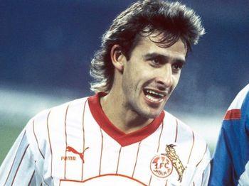 Pierre Littbarski_1.FC Köln_1985.jpg