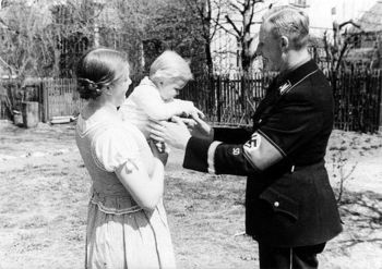 Reinhard & Lina Heydrich with their son Karl.jpg