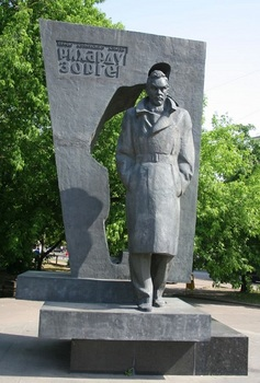 Richard_Zorge_memorial_Moscow.jpg