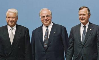 Russian President,  Helmut Kohl and US-President.jpg