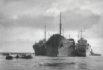SS Ohio is heavily supported by two destroyers as she enters Grand Harbour.jpg
