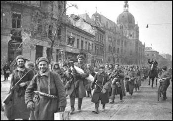 Soviet Troops in Budapest.jpg