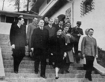 The Duke and Duchess of Windsor with Hitler.jpg