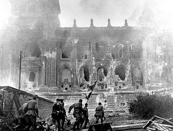 The Reichstag burns.jpg