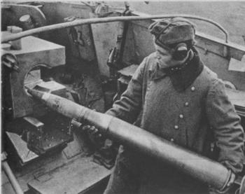 The crew is feeding the Nashorn's PaK 43 gun with an 88 mm (3.46 in) projectile.jpg