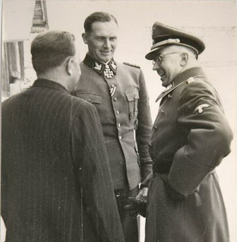 Theodor Wisch_Himmler.jpg