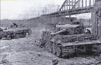 Tiger I at the Arnhem Bridge.JPG