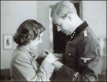 Traudl and Hans Junge.jpg