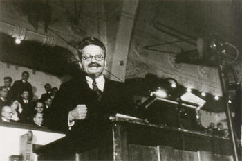 Trotsky_1932.jpg