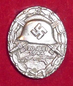Verwundetenabzeichen 1944.jpg