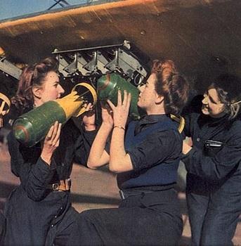 Women's Royal Naval Service (WRENS)_WrenLoadingBombs1942.jpg