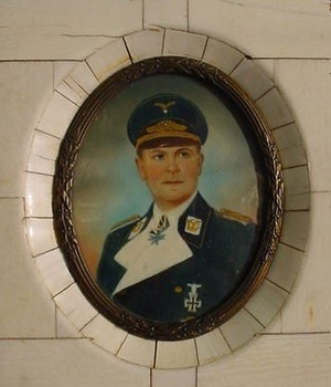 Wonderful Porcelain Plaque Depicting Hermann Göring in Uniform.jpg