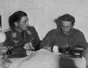 Yakov Stalin con oficiales de la Luftwaffe durante su cautiverio.jpg