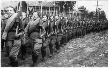 battle-kursk-russian-women-soviet-soldiers-second-world-war.jpg