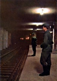 geisterbahnhof_Border soldiers guard the S-Bahn station.jpg