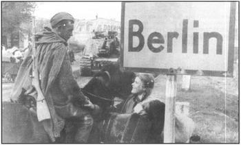 german-women-mass-rape-berlin-1945-ww2-russian-soldiers-001.jpg