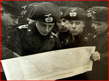 german panzertruppen panzer beret map reading discussing strategy black uniform.jpg