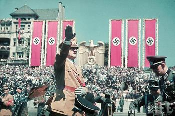 hist_20_ww2_ger_adolf_hitler_pic_saluting_condor_luftwaffe_berlin_6jun1939.jpg