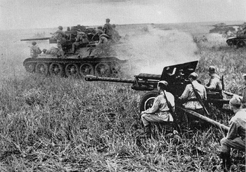 kursk_t34_and_fieldgun.jpg