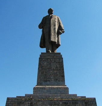 largest monument in the world who have actually lived the man Lenin located in Krasnoarmeysk district of Volgograd..jpg