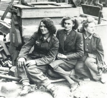luftwaffe female auxiliary members.jpg