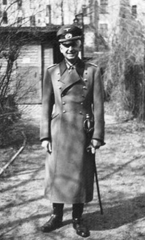 manstein On the eve of the French campaign, May 1940.jpg