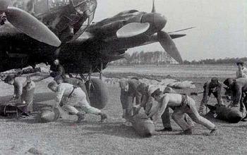 open bommenluiken van een He 111 KG 53.jpg