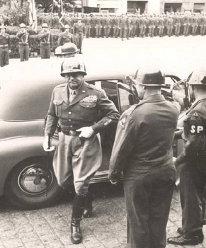 patton getting out of car.jpg