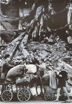 robert-capa-refugiados-en-la-ciudad-de-berlin-agosto-de-1945.jpg