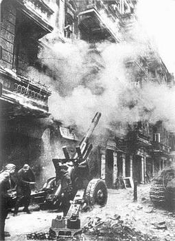 russian-152-mm-gun-berlin-april-1945-ML-20.jpg